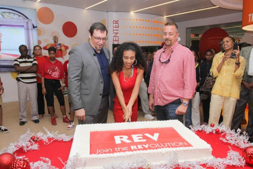 Cable Bahamas celebrates grand opening of state-of-the-art flagship store